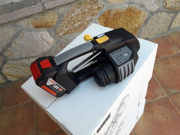MB820 akkumulátoros kézi pántológép 16-19 mm-es PET és PP pántszalagokhoz akkumulátorral és töltővel 3