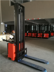 7SMITH Electric stacker with stand 1500kg 260cm